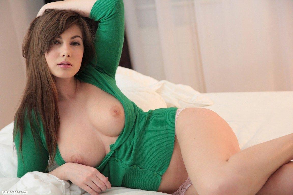 Большая грудь порноактрисы Конни Картер