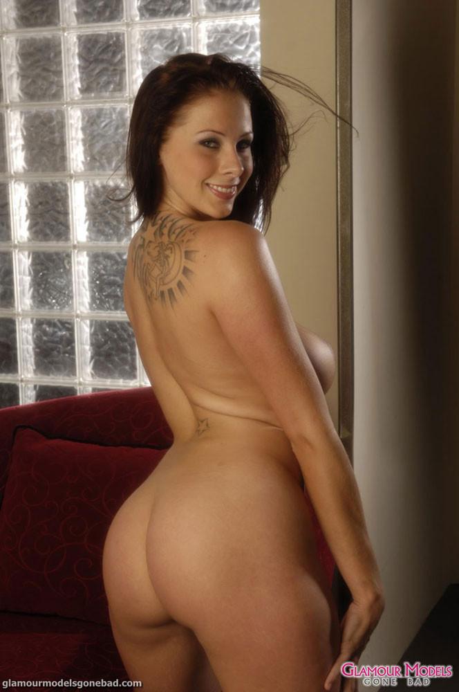 Gianna Michaels попросила друга сфотографировать ее задницу