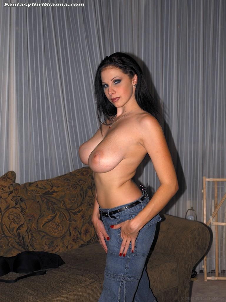 Сисястая Gianna Michaels в обтягивающих джинсах