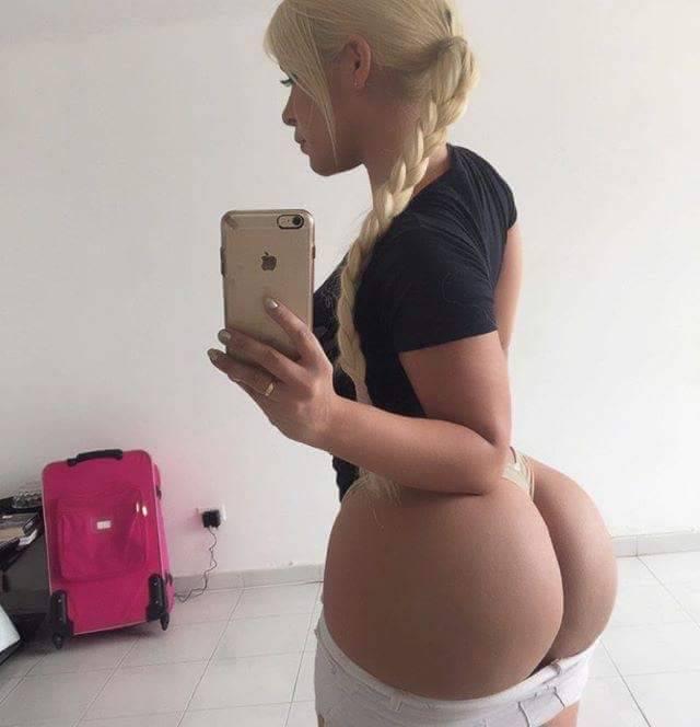Худая блондинка с большой попкой сделала фото для инстаграма