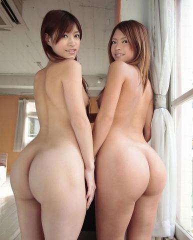 Голые девушки с красивыми попками